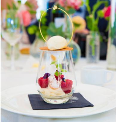 vacherin framboise vanille herontdekt door Gardens of aromates met traiteur aromate
