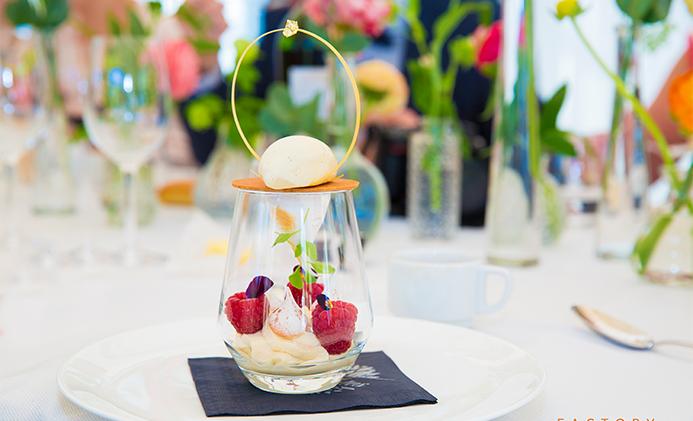 vacherin vanille framboise revisité Bye Traiteur AROMATE - Gardens of aromates - salle de fêtes feestzaal le grand salon - le palais de plume - the classic domaine - mariage communion anniversaire.