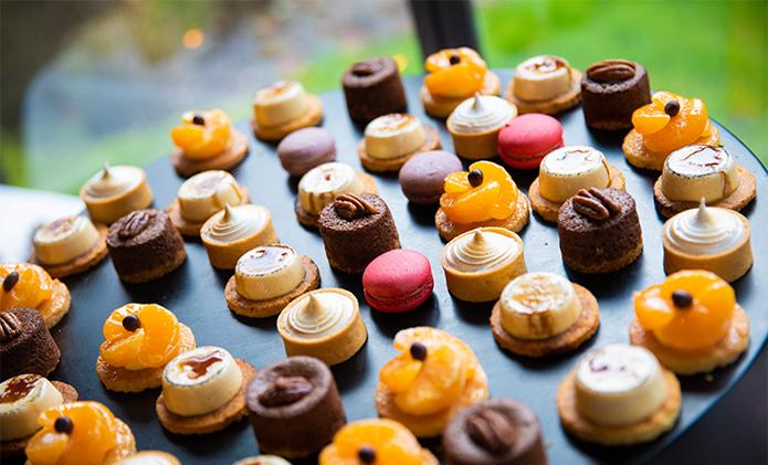dessertenbuffet voor huwelijksfeesten Bye Traiteur AROMATE - Gardens of aromates - salle de fêtes feestzaal le grand salon - le palais de plume - the classic domaine - mariage communion anniversaire.
