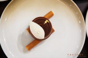 chocolade Valrhona verwerkt in dessert Bye Traiteur AROMATE - Gardens of aromates - salle de fêtes feestzaal le grand salon - le palais de plume - the classic domaine - mariage communion