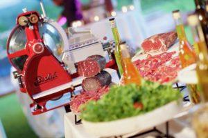 gematureerd vlees tijdens een receptie kraampje Bye Traiteur AROMATE - Gardens of aromates - salle de fêtes feestzaal le grand salon - le palais de plume - the classic domaine - mariage communion