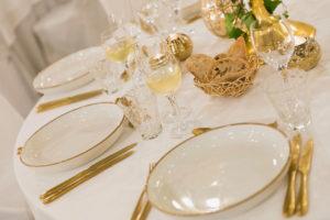 opgedekte tafel sprookjes tafel versiering voor huwelijken Bye Traiteur AROMATE - Gardens of aromates - salle de fêtes feestzaal le grand salon - le palais de plume - the classic domaine - mariage communion
