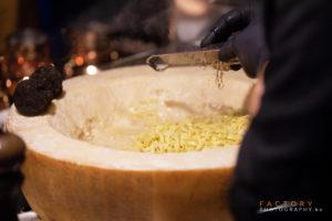 parmezaanse kaas met pasta en truffel Bye Traiteur AROMATE - Gardens of aromates - salle de fêtes feestzaal le grand salon - le palais de plume - the classic domaine - mariage communion anniversaire.
