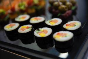 sushi huisgemaakt door traiteur Bye Traiteur AROMATE - Gardens of aromates - salle de fêtes feestzaal le grand salon - le palais de plume - the classic domaine - mariage communion